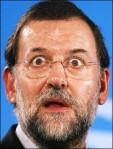 Rajoy lee La Contra de La Vanguardia